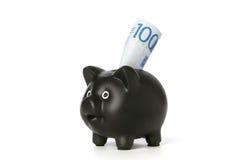 Porcellino salvadanaio con la banconota 100 Immagini Stock Libere da Diritti