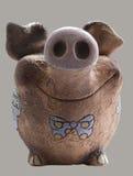 Porcellino salvadanaio divertente dell'argilla. Vista frontale Fotografia Stock