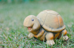 Porcellino salvadanaio felice della tartaruga Fotografia Stock