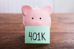Porcellino salvadanaio per il risparmio 401k Fotografia Stock