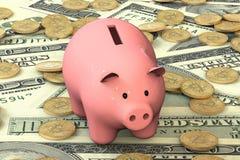 Porcellino salvadanaio rosa con la bugia del bitcoin sui precedenti della banconota o Immagine Stock Libera da Diritti