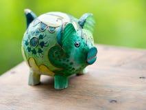 Porcellino salvadanaio verde artistico Fotografie Stock Libere da Diritti