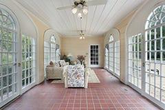 Porche avec l'étage de brique rouge images stock