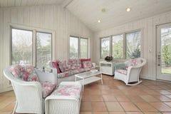 Porche avec les meubles en osier Photographie stock