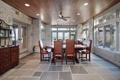 Porche avec les murs en pierre et les étages d'ardoise Photos libres de droits