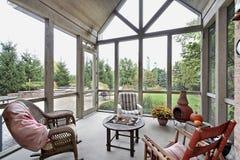 Porche d'écran avec la vue de patio photo stock