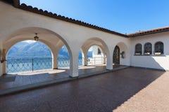 Porche d'une villa, dehors photographie stock libre de droits