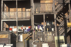 Porches arrières du logement de décomposition d'appartement, Holyoke, le Massachusetts Photographie stock