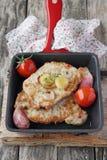 Porción de carne frita fresca con las verduras Fotos de archivo libres de regalías