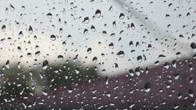 Porción de descensos del agua en ventana metrajes