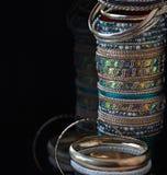 Porción de diversas pulseras de la joyería imagen de archivo