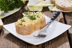 Porción de ensalada del huevo Imagen de archivo libre de regalías