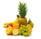 Porción de frutas frescas aisladas en blanco Foto de archivo libre de regalías