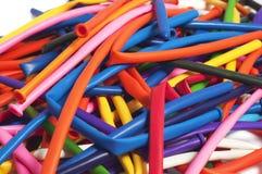 Porción de globos desinflados de muchos colores Foto de archivo