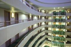 Porción de historias en hotel grande Fotografía de archivo