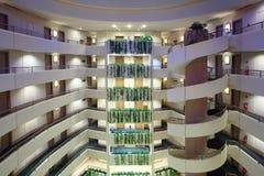 Porción de historias en hotel grande Imagen de archivo libre de regalías