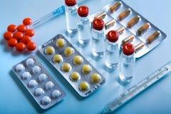 Porción de medicinas Fotos de archivo