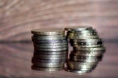 Porción de monedas valiosas viejas Foto de archivo libre de regalías