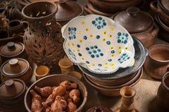 Porción de platos de cerámica Foto de archivo libre de regalías