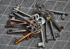 Porción de viejos claves Imagen de archivo libre de regalías