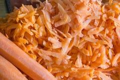 Porción de zanahorias en la tabla Imágenes de archivo libres de regalías