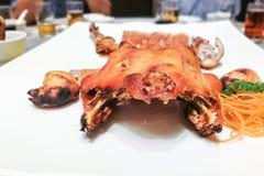 Porción del cerdo de cría delicioso en restaurante durante celebrati Fotografía de archivo libre de regalías
