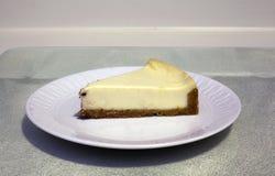 Porción del pastel de queso Fotografía de archivo libre de regalías
