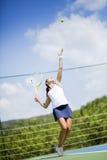 Porción femenina hermosa del jugador de tenis Fotografía de archivo libre de regalías