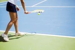 Porción femenina hermosa del jugador de tenis Fotos de archivo libres de regalías
