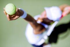 Porción femenina hermosa del jugador de tenis Imágenes de archivo libres de regalías