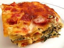 Porción grande del Lasagna imagenes de archivo