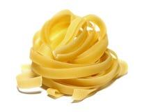 Porción italiana de las pastas aislada en el primer blanco del fondo Fotos de archivo libres de regalías