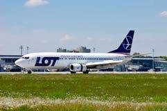 PORCIÓN - Líneas aéreas polacas Boeing 737 Fotos de archivo libres de regalías