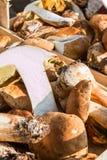 Porcini vermehrt sich Ernte wodden herein Schüssel explosionsartig lizenzfreie stockfotografie