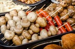 Porcinipaddestoelen geroosterde paddestoelen op vleespennen Stock Foto