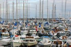 Porciones de barcos en el acceso de Sanremo, Italia fotos de archivo libres de regalías