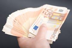 Porciones de billetes de banco euro Imágenes de archivo libres de regalías