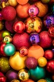 Porciones de bolas coloridas de la Navidad Fotografía de archivo libre de regalías