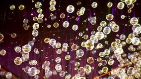 Porciones de burbujas de jabón almacen de metraje de vídeo