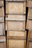 Porciones de cajas de la madera contrachapada con las manijas Foto de archivo