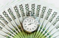 Porciones de cientos cuentas y relojes euro Fotos de archivo libres de regalías