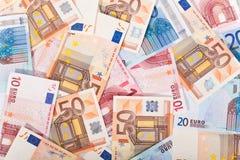 Porciones de dinero euro Imagen de archivo libre de regalías