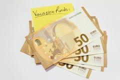 porciones de dinero para las vacaciones capaz de viajar Feliz consigui? el dinero plan para el futuro fotografía de archivo libre de regalías