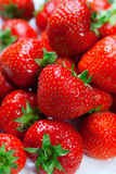 Porciones de fresas perfectas maduras. Foto de archivo libre de regalías