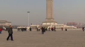 Porciones de la Plaza de Tiananmen del tiro de la toma panorámica de gente almacen de metraje de vídeo