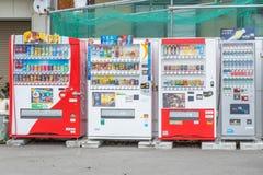 Porciones de máquinas expendedoras de la bebida Fotografía de archivo