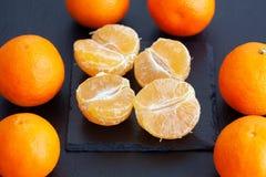 Porciones de mandarinas maduras fotografía de archivo