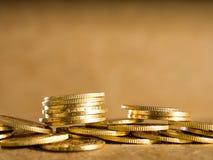 Porciones de monedas de oro fotografía de archivo