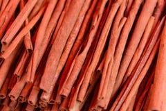 Porciones de palillos de canela, rollos de canela Fotografía de archivo