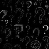 Porciones de signos de interrogación en la pizarra, modelo inconsútil Imágenes de archivo libres de regalías